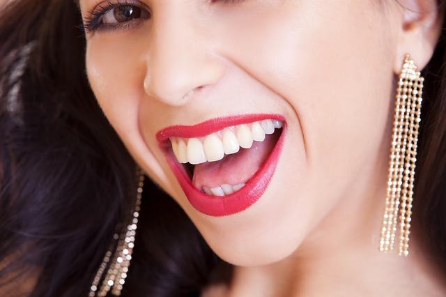 biżuteria a typ twarzy